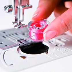 Machine à coudre et à broder Brother Innovis V5 - Crochet rotatif à plat