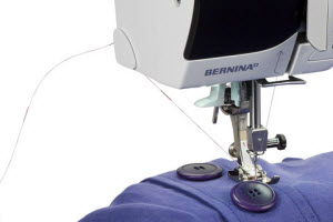 Machine à coudre et à quilter BERNINA 380 - Coupe fil