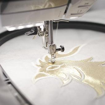 Machine à coudre et à broder Bernina 590 - Positionnement facile du motif