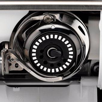 Machine à coudre et à Broder Bernina 880 Plus - Une machine à la fois rapide et silencieuse