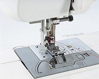 Enfile-aiguille de la machine à coudre Brother CS70
