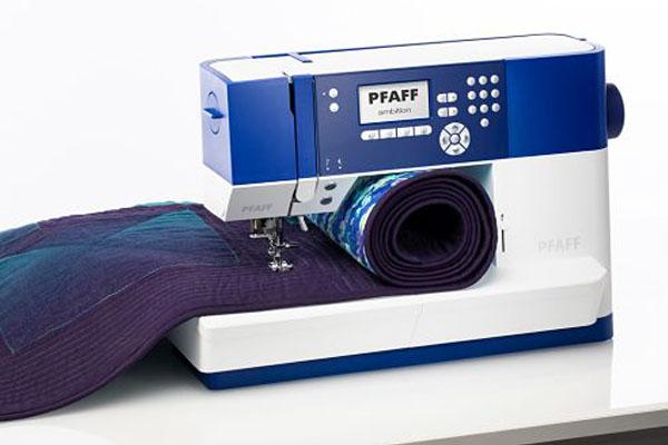 Grand espace de couture - Machine à coudre Pfaff Ambition 610