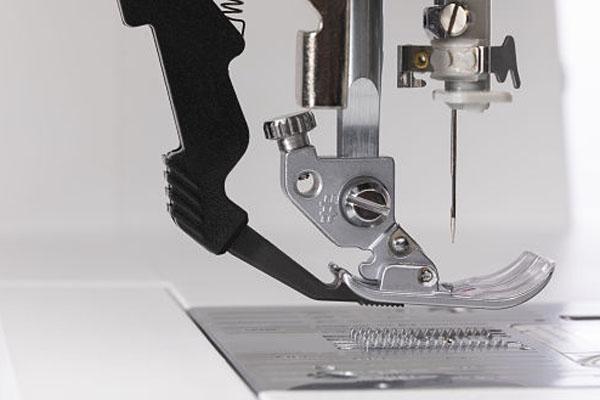 Le système original IDT™ - Machine à coudre Pfaff Ambition 620